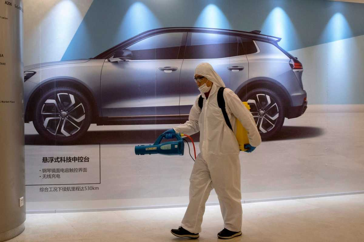 088794bf-b291-43ae-86d0-36779e135d2f-AP_China_Outbreak_Automakers