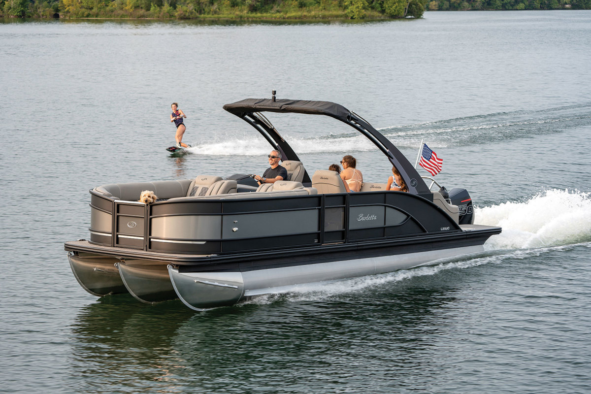 The pontoon builder projects revenues of $214 million in 2021.