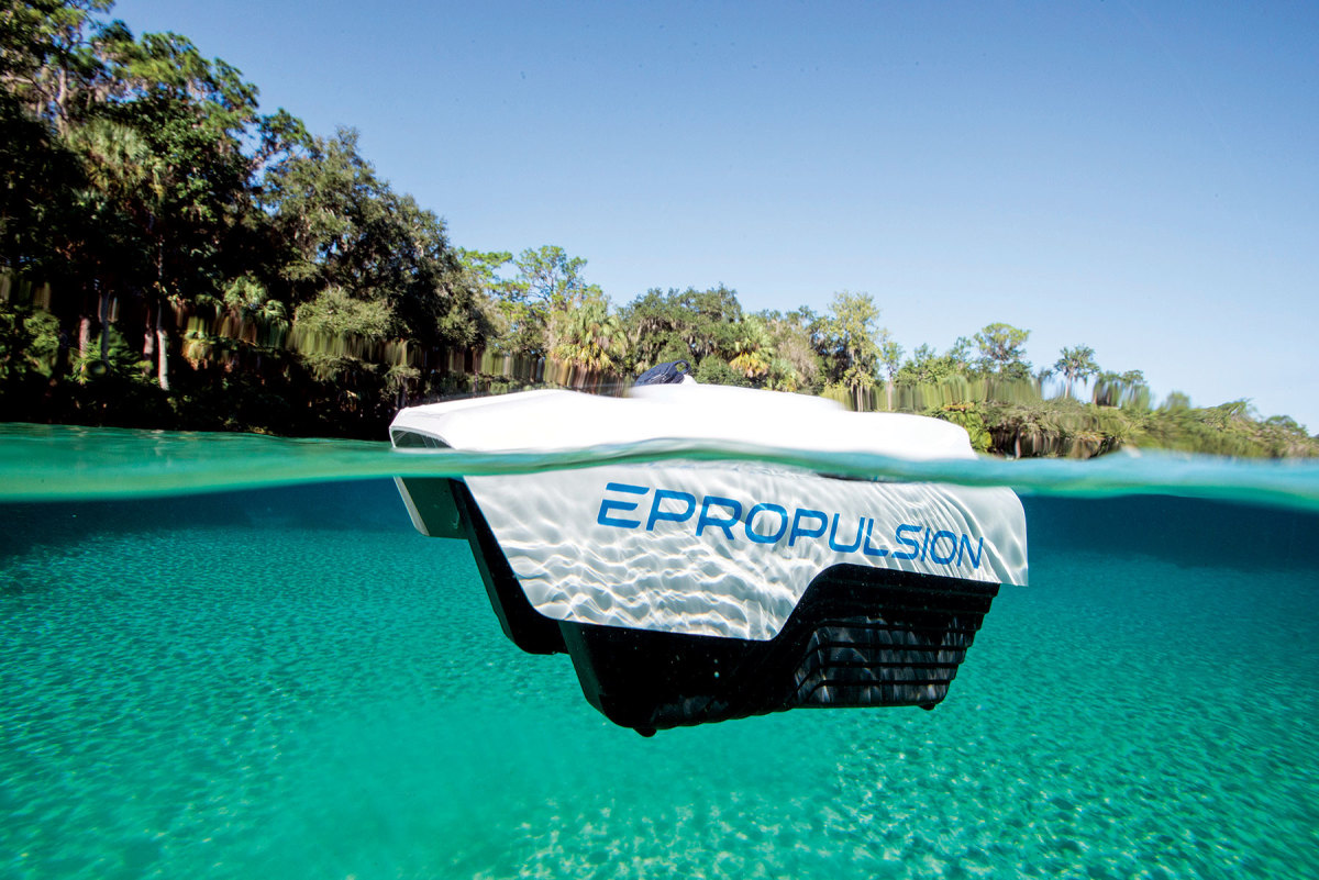 The ePropulsion Spirit 1.0 Evo has a detachable battery pack that floats.