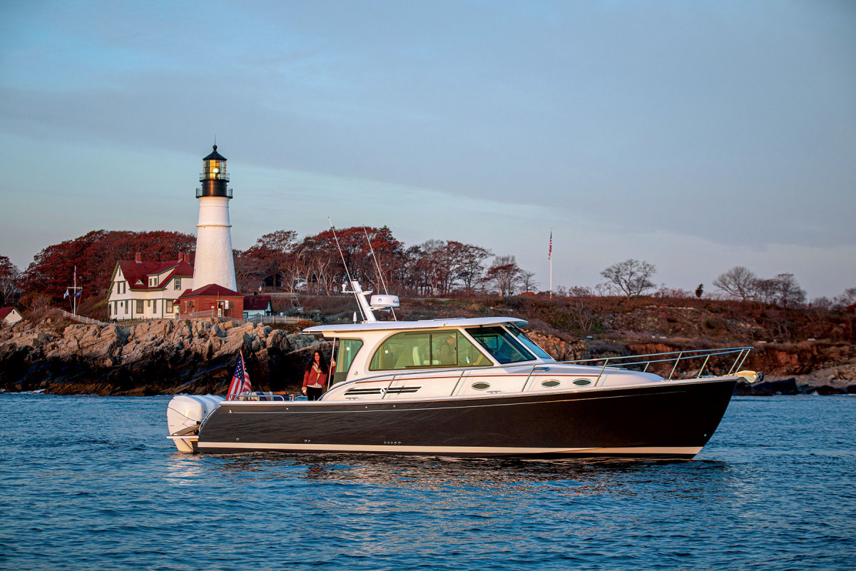 The 39O is Back Cove's second outboard-powered model. Hull No. 5 is the 1,000th Back Cove off the production line.