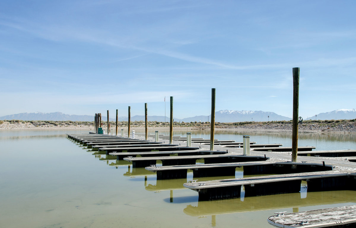 Low water on Utah'sGreat Salt Lake.